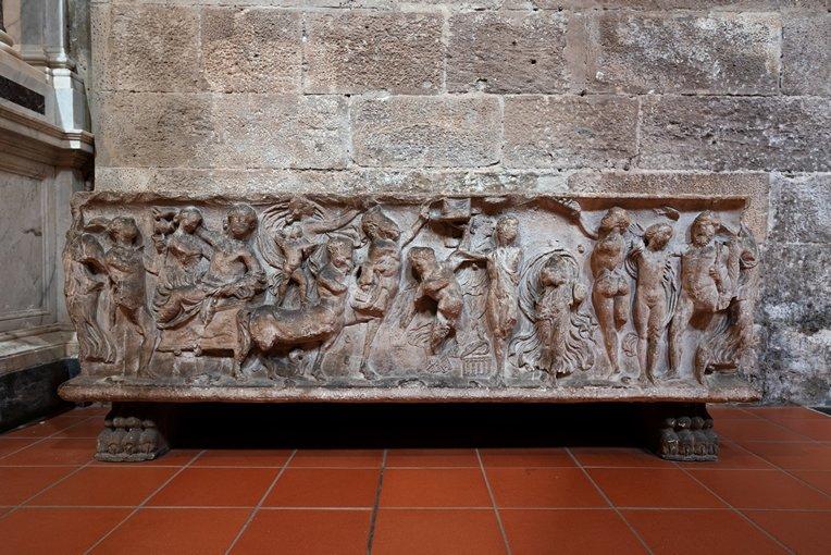 sarcofago-romano-san-giovanni-lucca